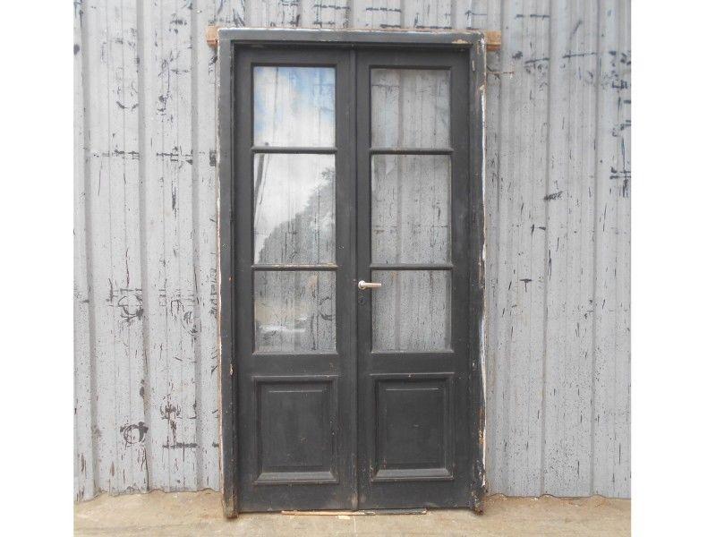 Antigua puerta de madera en cedro con marco (125x227cm)