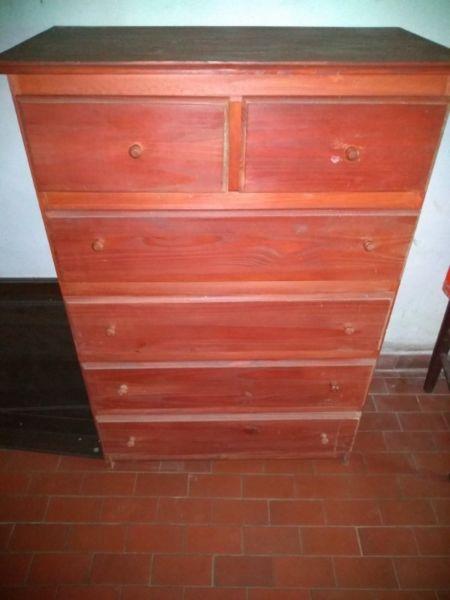 Cómoda de madera maciza con color impecable!!!