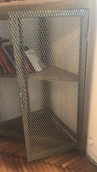 Esquinero de 2 puertas en metal desplegado