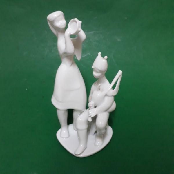 Figura en Porcelana de Gaitero y Mujer con Pandereta