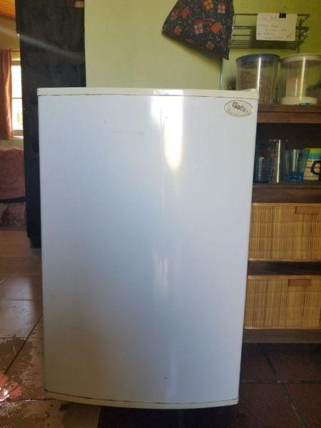 Frigobar Gafa 80cm de alto x 52cm ancho y 52cm de