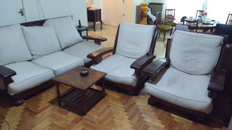 Importante juego de sillones de algarrobo con almohadones y