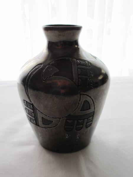 Jarrón- florero- adorno antiguo de cerámica esmaltada,