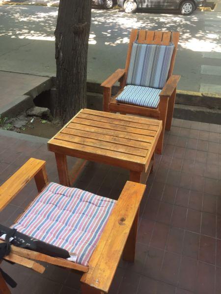 Mesa y 2 sillas $900