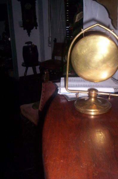 Muy Antiguo Llamador De Bronce Para Mesa