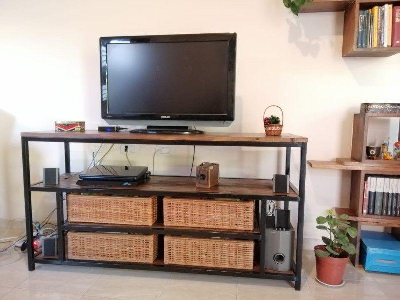 Rack de TV de madera y hierro