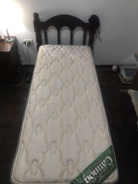 Vendo cama de una plaza algarrobo con colchon