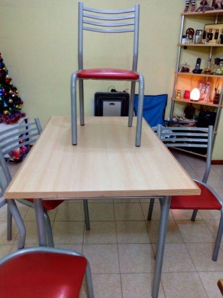Vendo mesa con sillas.