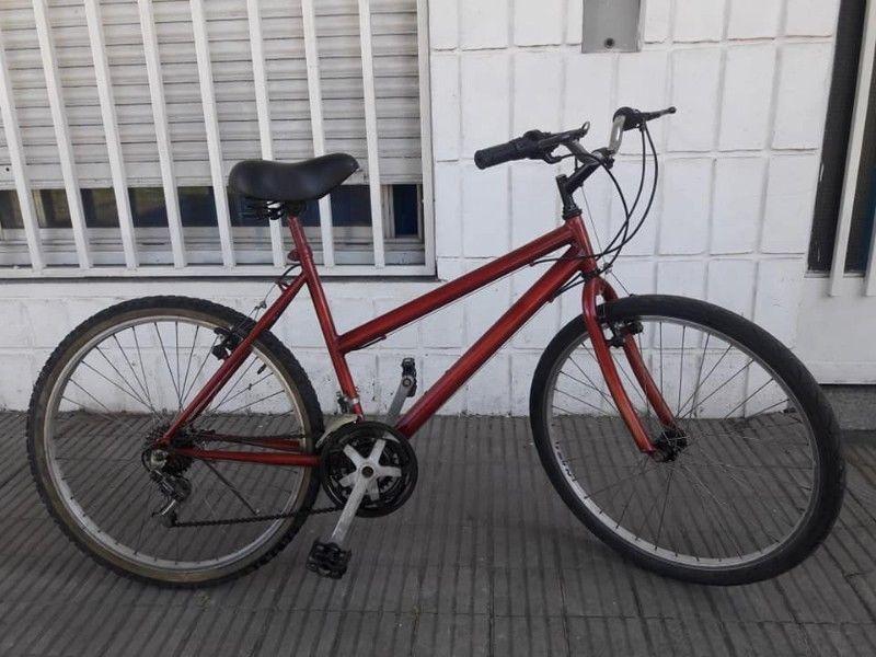 BICICLETA MOUNTAIN BIKE RODADO 26 USADA CON 18 CAMBIOS DE