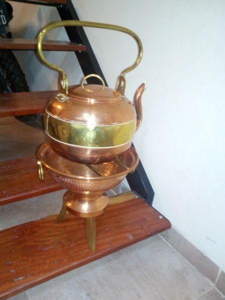 Pava antigua de cobre y bronce