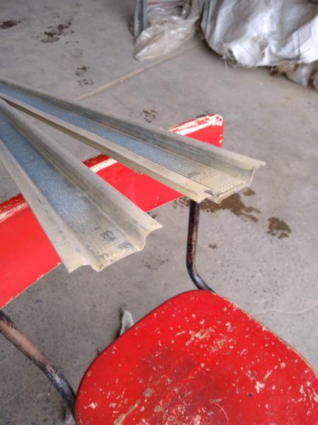 Perfil Omega para construcción en seco durlock knauf etc