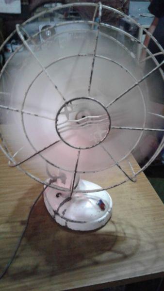 vendo antiguo ventilador de mesa marca Philips
