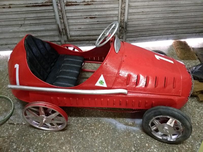 Antigua Alfetta de chapa a pedal - Fangio - muy decorativo