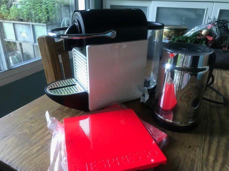 Cafetera Nespresso Pixie con aerocchino