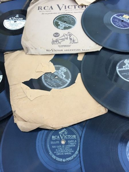Lote de 37 discos de Carlos Gardel