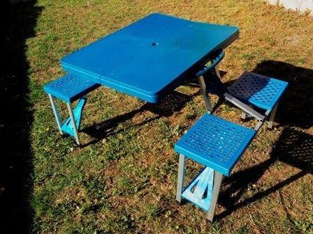 Mesa plegable con asiemtos para camping