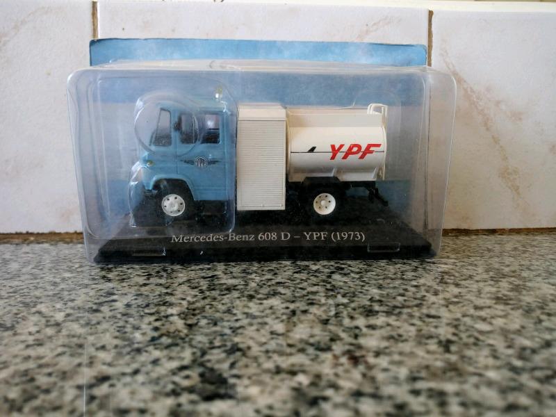 Vendo auto escala 1/43 mercedes benz 608 d YPF año