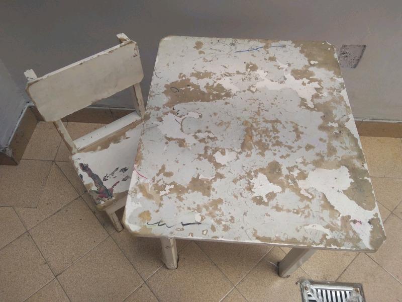 Vendo mesita con dos sillas para reciclar