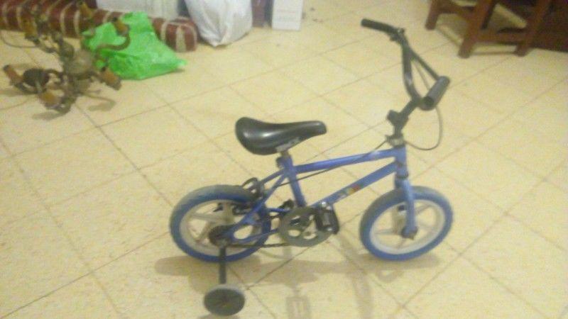Bicicleta BMX para niño con rueditas $ 700, muy buen