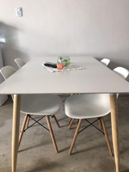 Juego de mesas y sillas
