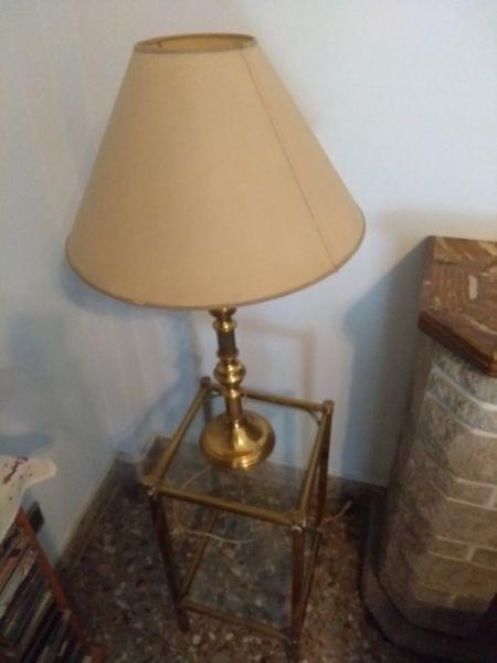 Mesa y Lámpara de Bronce