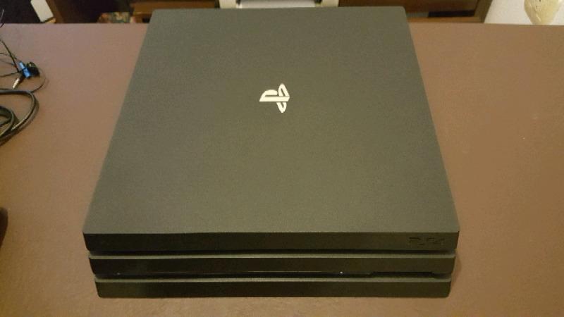 PS4 PRO. 1TB. 4K. 2 JOYSTICKS (1 original y 1 redragon 100%