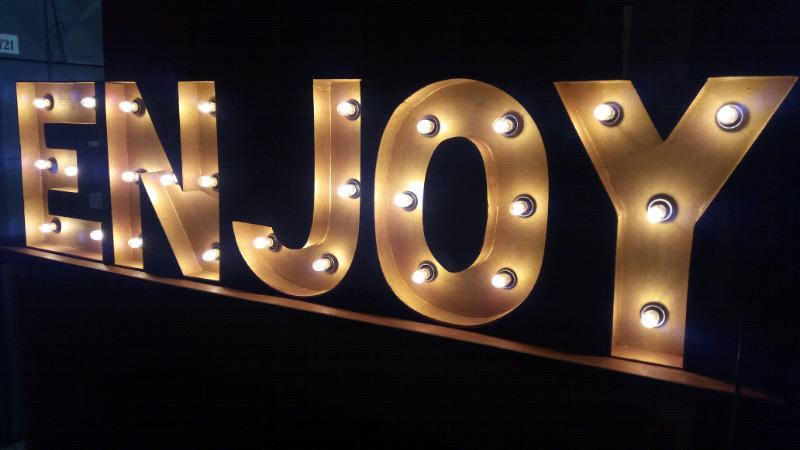Vendo lote de letras luminosas para eventos