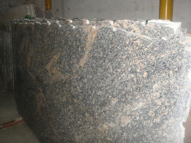 granito orcollano en chapas de 2 cm lustrado