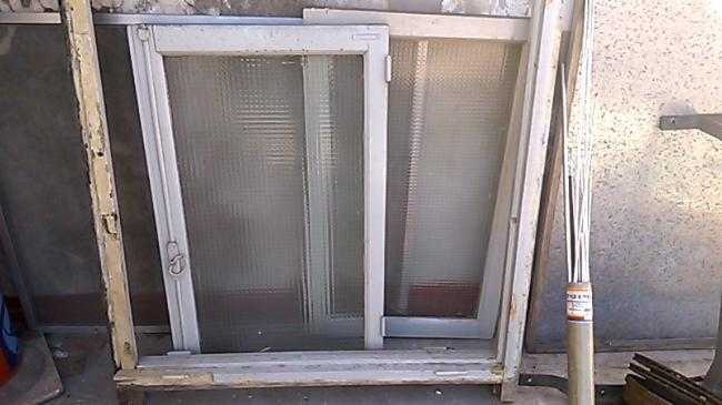 ventana de madera en muy buen estado