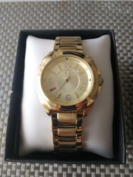 Reloj Tommy Original Mujer Metal Dorado. Excelente. Como