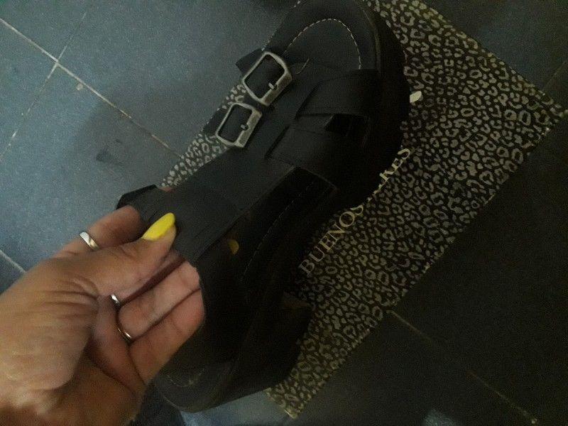 Sandalias negras altas