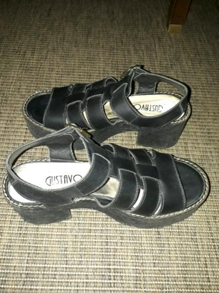 Sandalias negras, talle 36 (usadas)