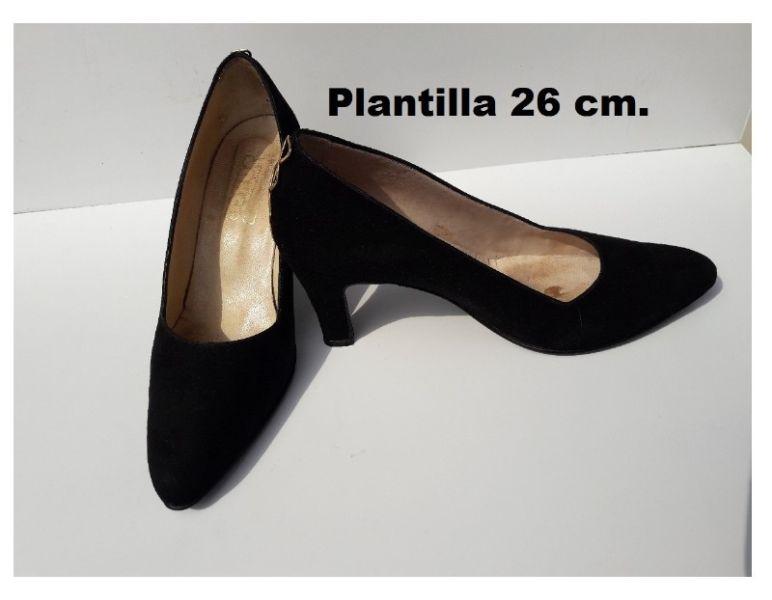zapatos stilettos. Gamuza y cuero. Numero 38. Impecables!!