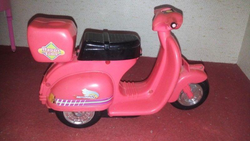 Moto rosada para muñeca Barbie, con luz y sonido