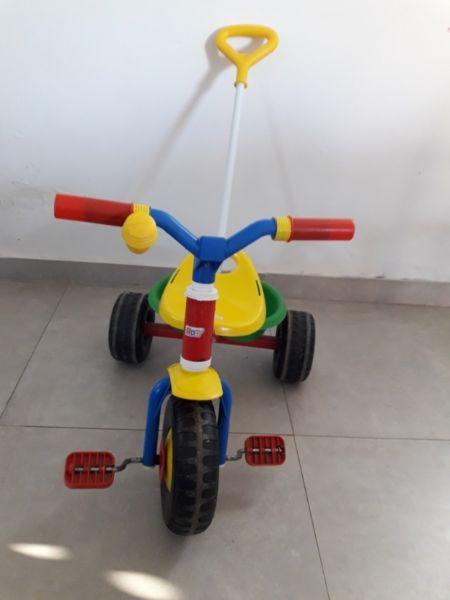 VENDO TRICICLO DE METAL RONDI