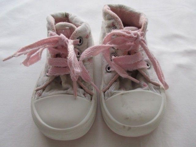 Zapatillas con flores, para nena, marca Osh Kosh!!,