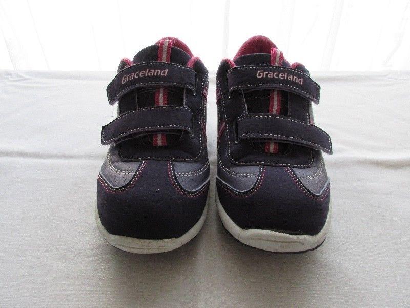 Zapatillas para nena, marca europea!!!, casi nuevas!!!,