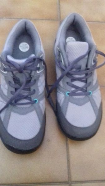 Zapatillas deportivas nuevas, sin uso, N° 39