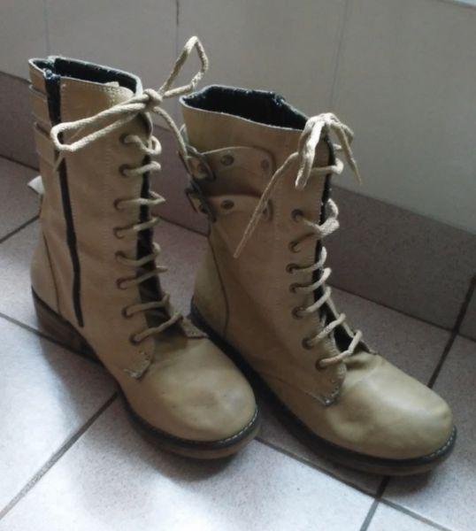 Borcegos De Mujer Marca Boots Original. Talle 37