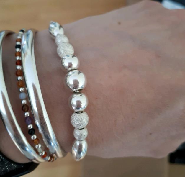 Vendo pulsera de plata con bolitas