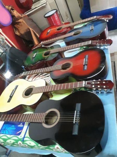 Guitarras Clásicas y con Corte.. Nuevas c/ funda..