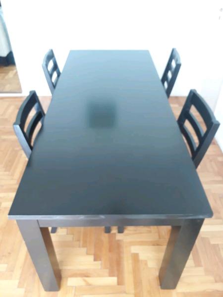 Mesa de comedor extensible con 4 sillas, madera guatambú,
