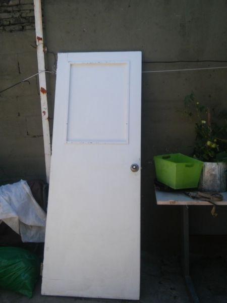 puerta de madera con vidrio de 2.10 x 80 muy buena madera