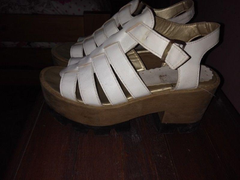 Vendo sandalias con plataforma