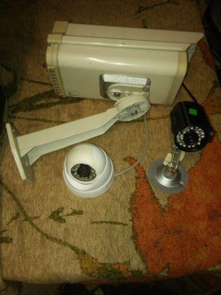Camara de seguridad con infrarojo y cubre camara brazo