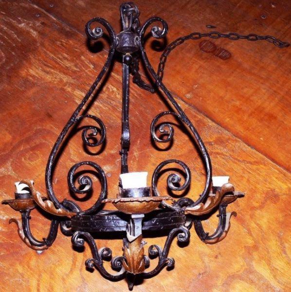 Lámpara antigua de fundición