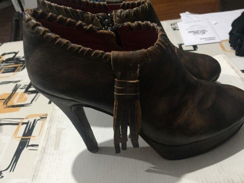Zapatos cerrados con taco Josefina Venturini. 1 uso talle