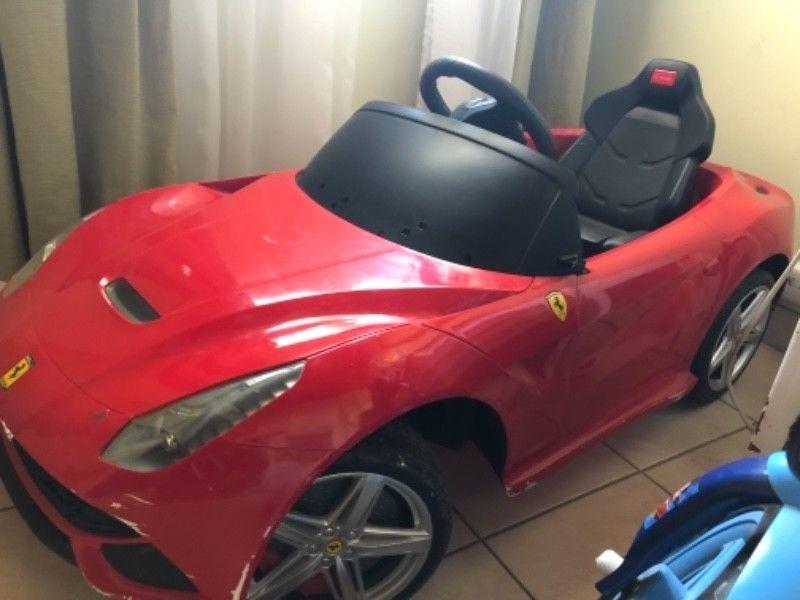 Vendo auto Ferrari a batería a control remoto