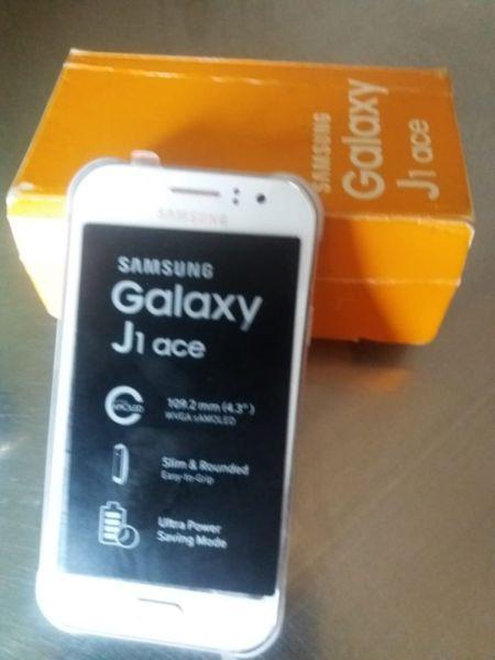 Vdo 2 (dos) Samsung J1 Ace. Muy buen estad los 2