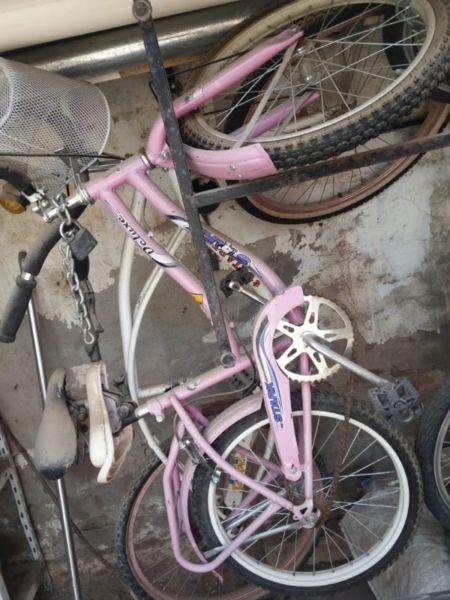 Vendo bicicleta de niña rodado 20. Muy poco uso. Con